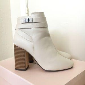 JustFab 5.5 Hazelle Cream white winter ankle boots